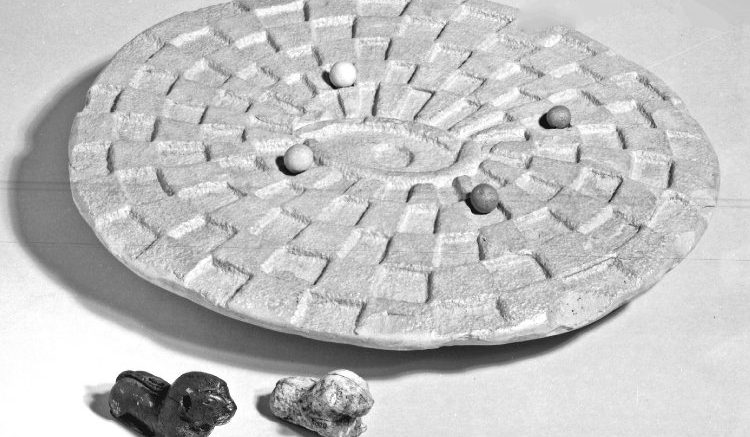 Mehen Játék - Többfős Egyiptomi Táblás Játék - British Museum